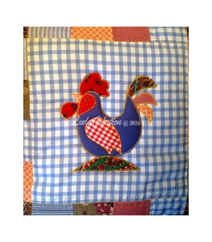 lot de deux housses de coussin patchwork le coq et sa poule ludacr ation. Black Bedroom Furniture Sets. Home Design Ideas
