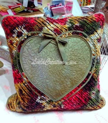 Lot de deux coussins decoratifs motiv Coeur. Couleur rouge vert Patchwork fait main