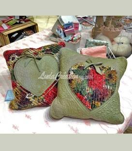Coussins canapé Lot de deux coussins décoratifs motif Coeur. Couleur rouge vert Patchwork fait main