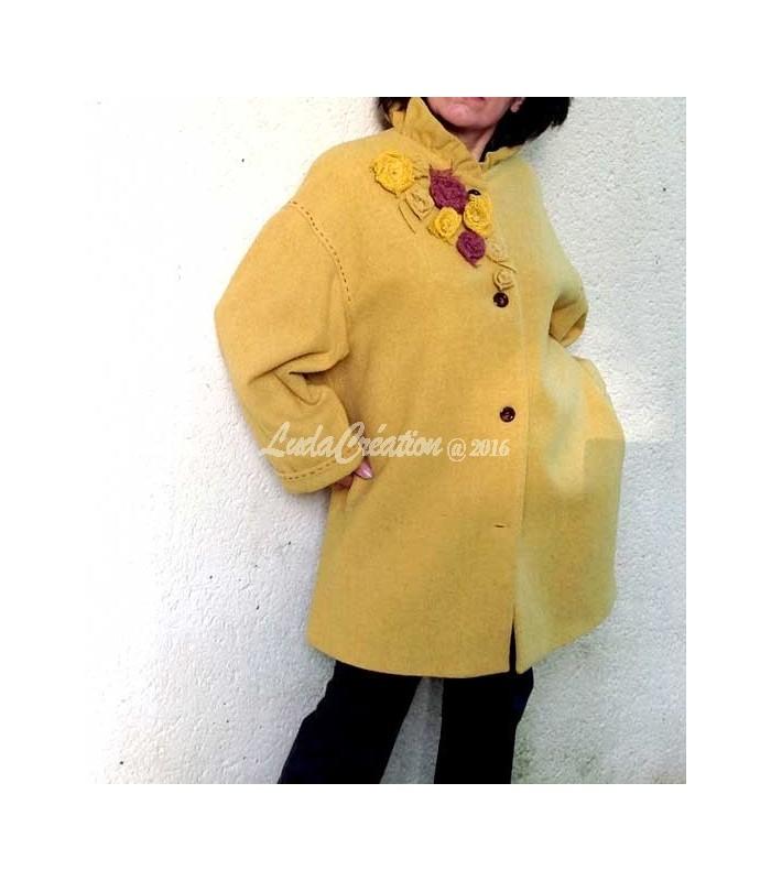 manteau 3 4 femme en laine jaune moutarde col corolle avec fleurs. Black Bedroom Furniture Sets. Home Design Ideas
