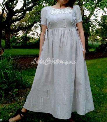 Robe d'été longue en lin naturel et dentelle vintage couleur grise blanche