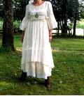Robe longue Mathilda shabby chic boho en lin et dentelles vintages couleur beige ecru