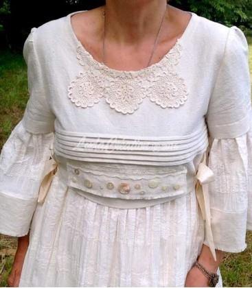 Robe longue shabby boho en lin et dentelles vintages couleur beige ecru