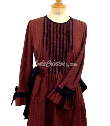 Robe Longue ajusté esprit d'antan couleur Roux Noir à jupon amovible